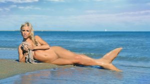 Taylor wright nude pics