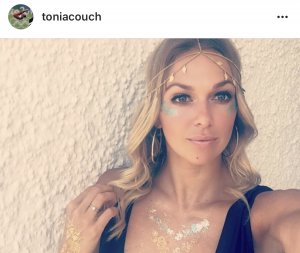 Tonia nackt Couch Tonia Couch