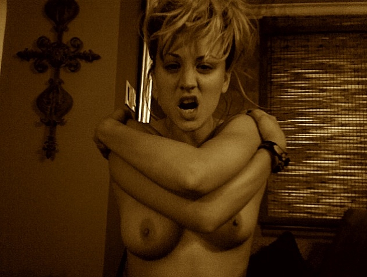 Kaley Cuoco Nude Photo 12