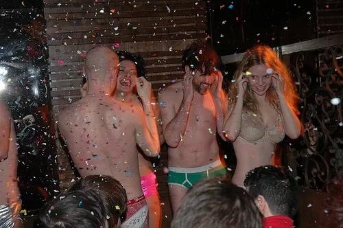 Kelli garner topless