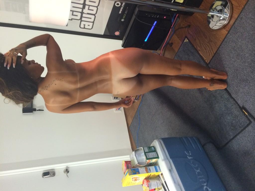 Rihanna Naked (23 Photos)