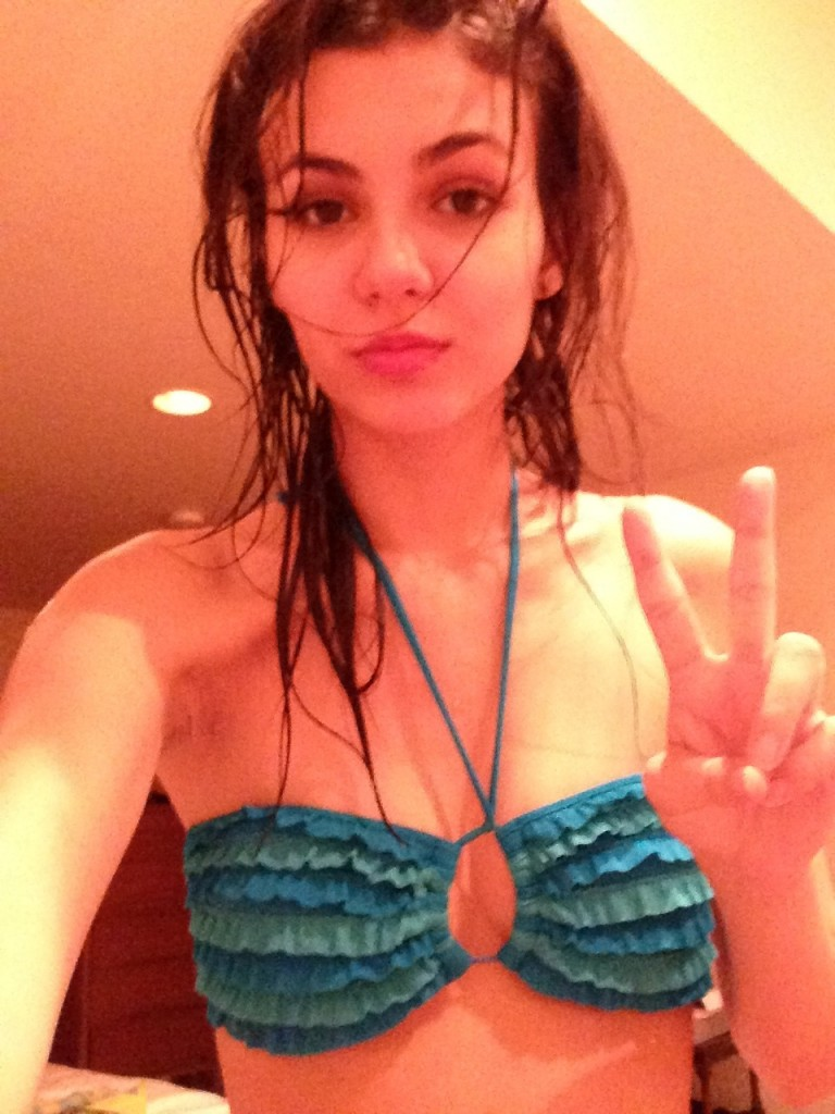 Victoria Justice Naked (29 New Photos!)