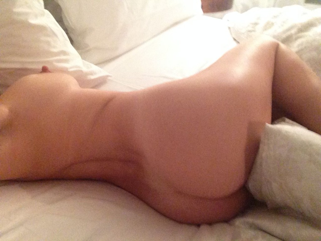nude photos of kelly brooks