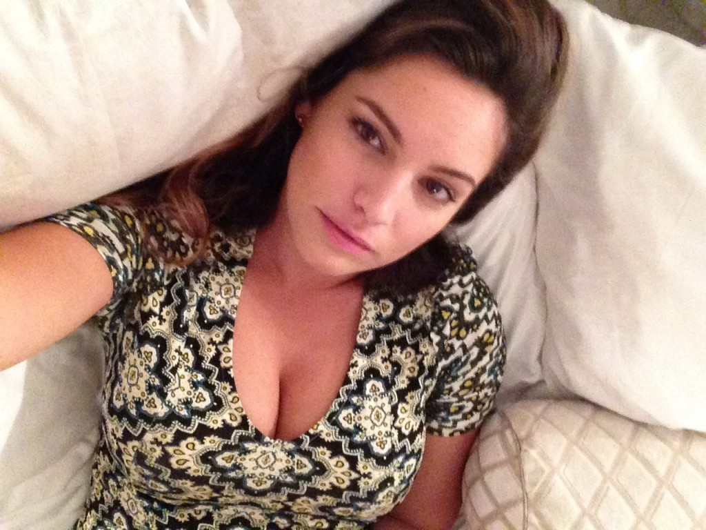 Kelly Brook Naked (8 New Photos)