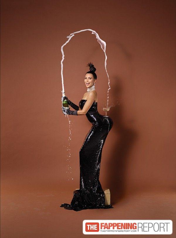 Kim Kardashian Naked (4 Photos and non-photoshop photos)
