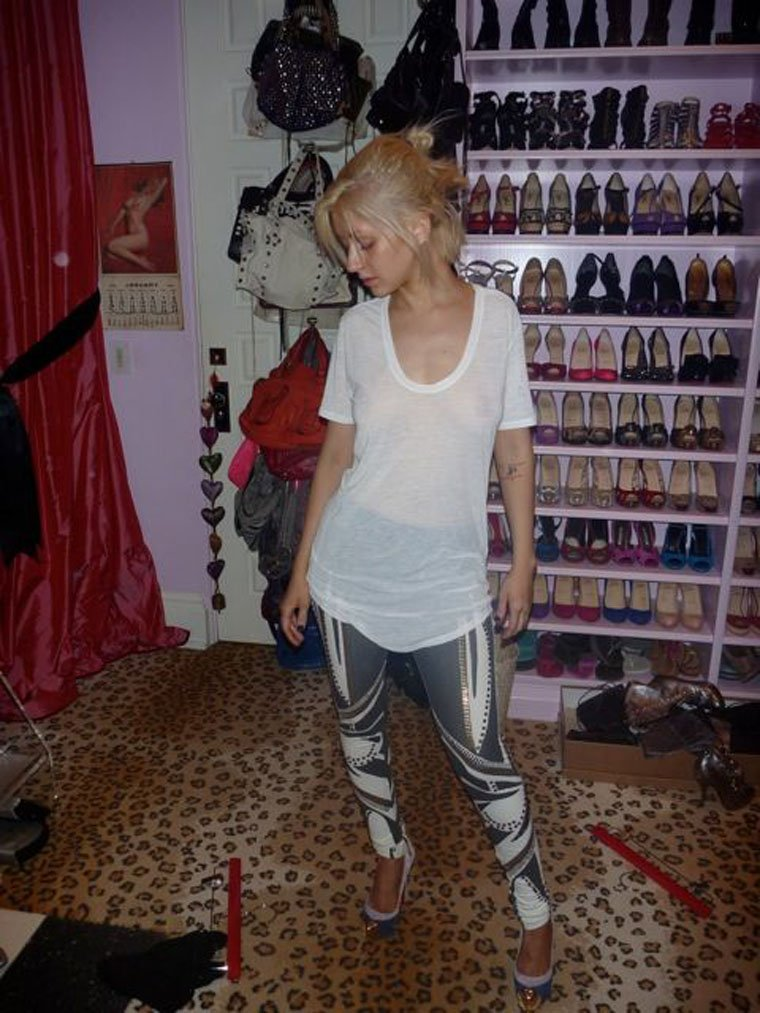 Christina Aguilera Naked (6 Photos)