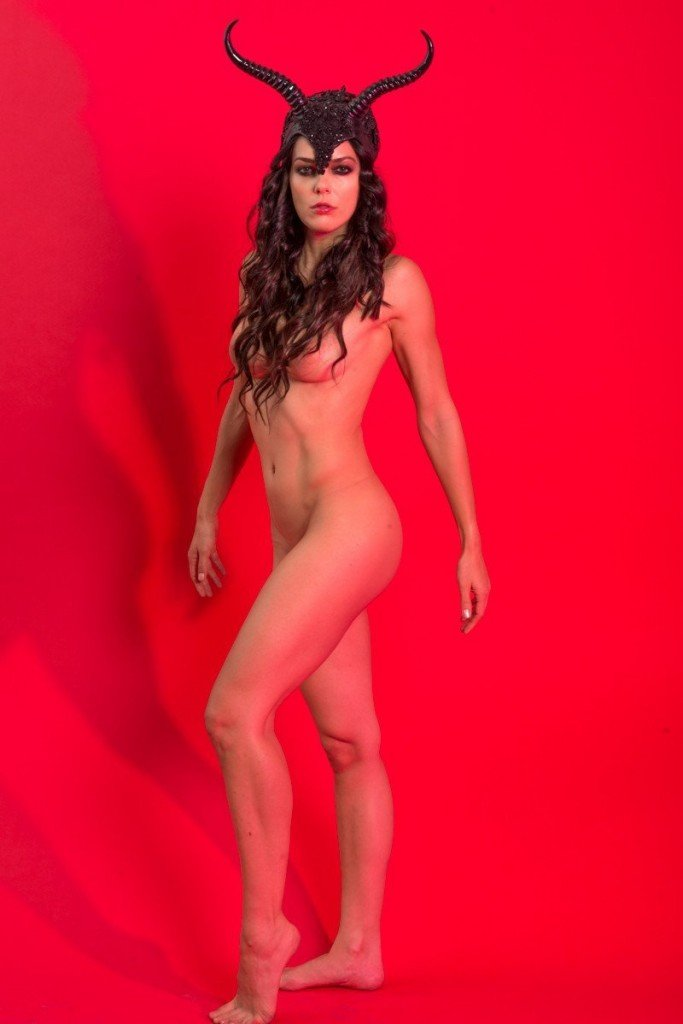 Adrianne Curry Naked 007