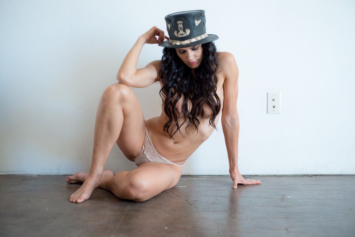 Naked adrianne curry in the surreal life ancensored