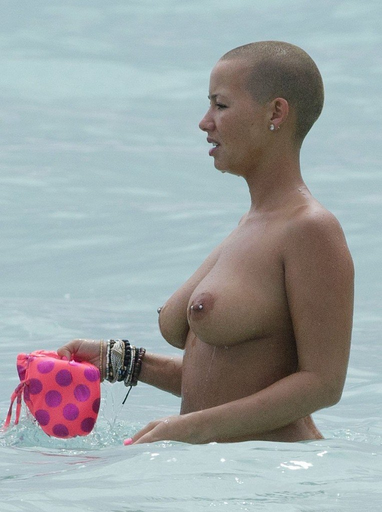 Amber Rose Boobs 001