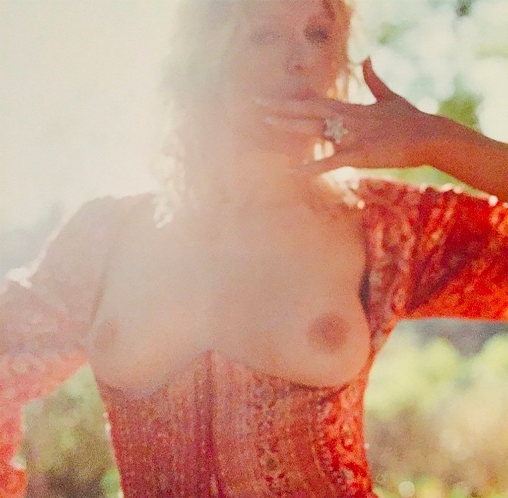 Courtney Love Naked 01