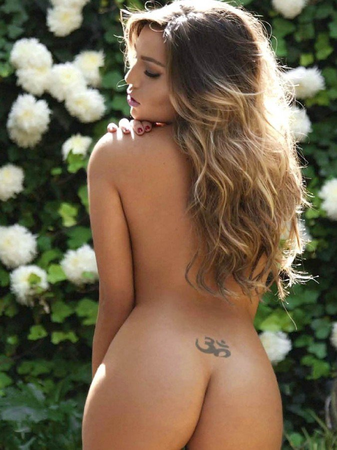 Sofia Vella Shows Her Naked Body