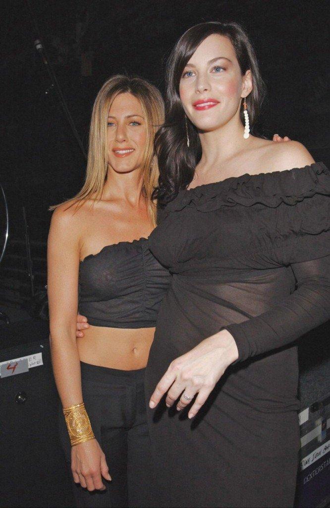 Jennifer Aniston's Nipples (7 Photos)