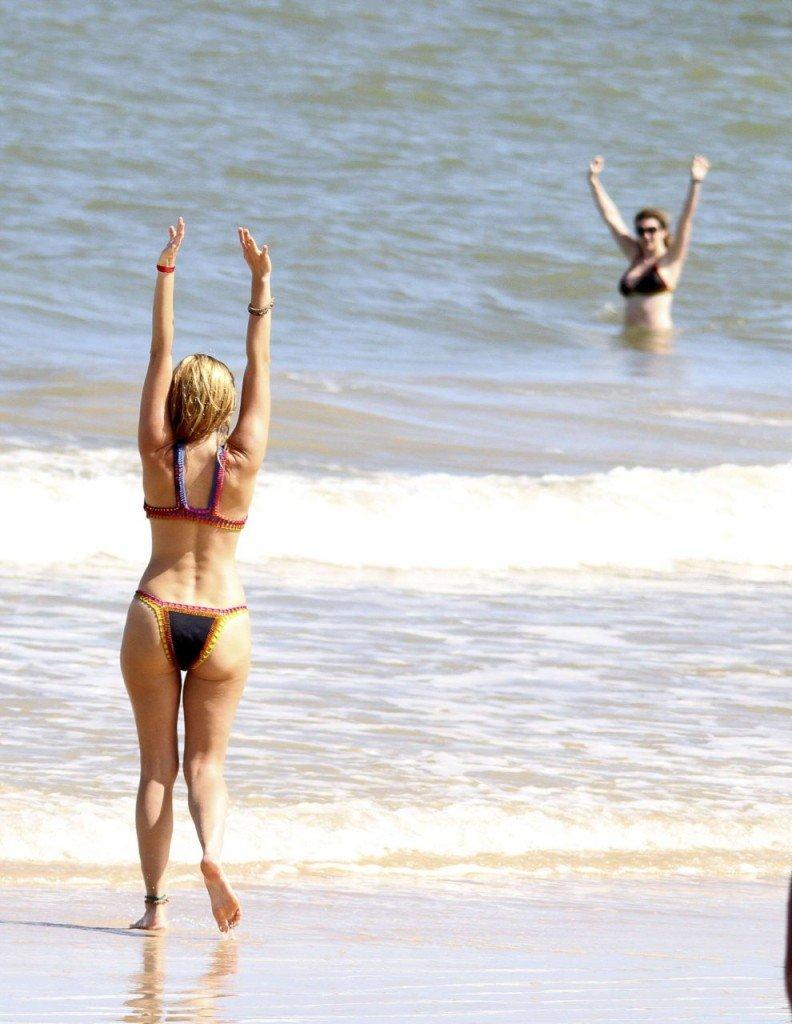 Kelly Brook in Bikini (11 Photos)