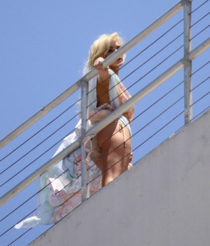 Lindsay Lohan Upskirt (12 Photos)