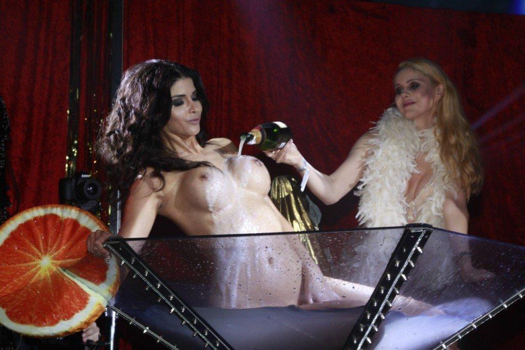 Micaela Schafer Naked 01