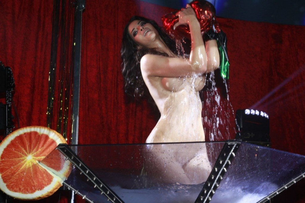 Micaela Schafer Naked 03