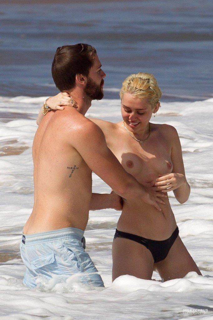 Miley Cyrus Naked 002