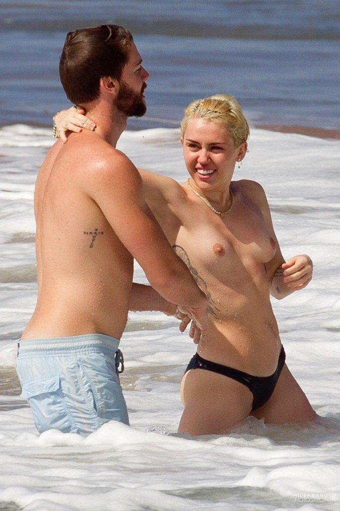 Miley Cyrus Naked 003