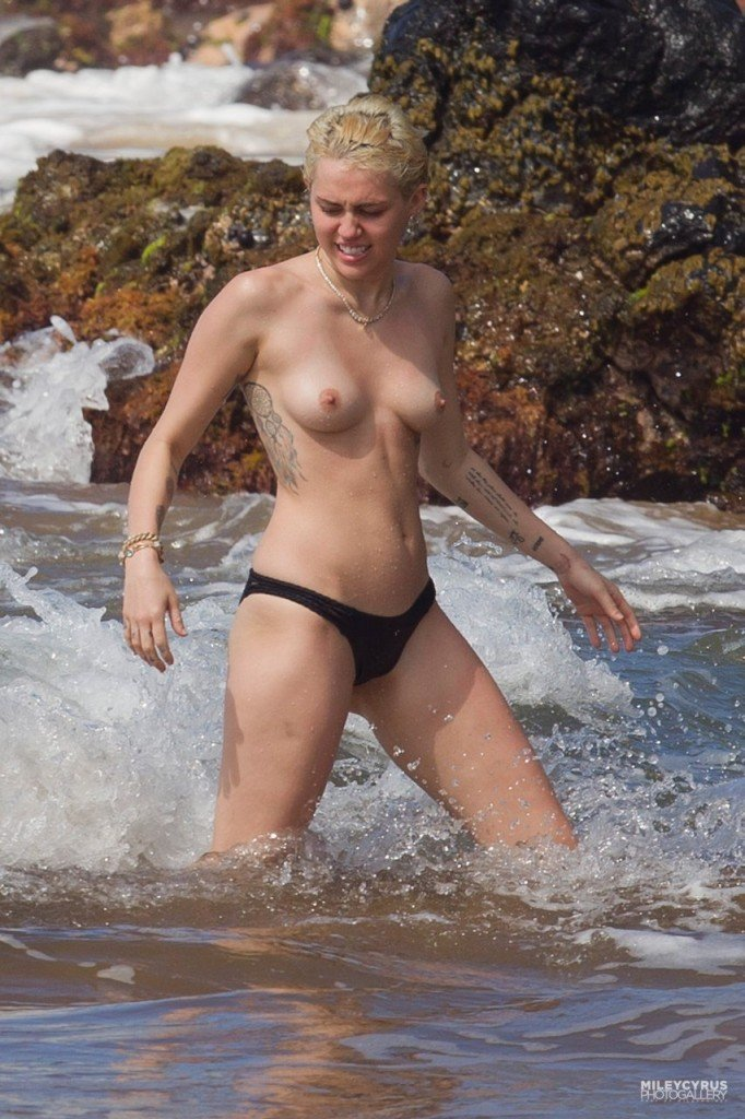 Miley Cyrus Naked 009