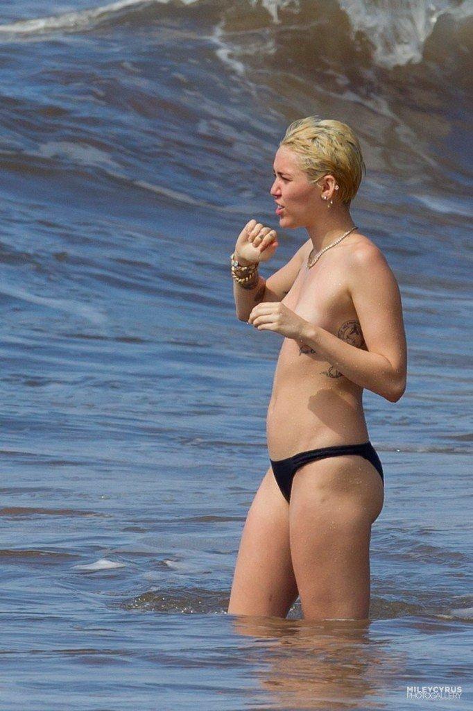 Miley Cyrus Naked 011