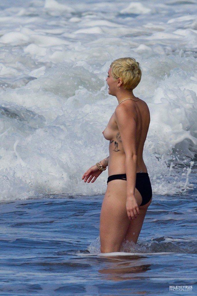 Miley Cyrus Naked 033