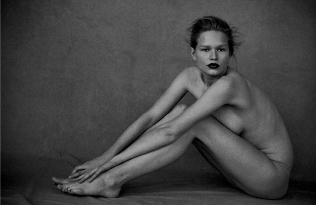 Anna Ewers Naked 01