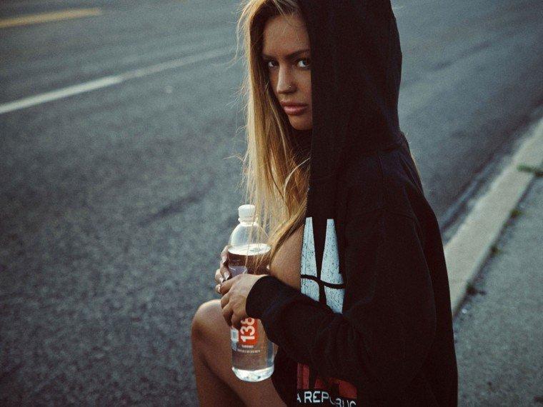 Charlie Riina Topless (18 Photos)