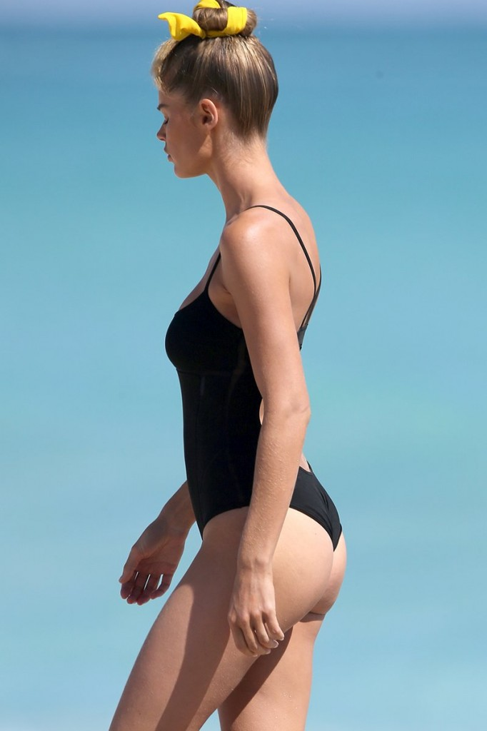 Supermodel Doutzen Kroes Is Seen Doing A Photoshoot In Miami