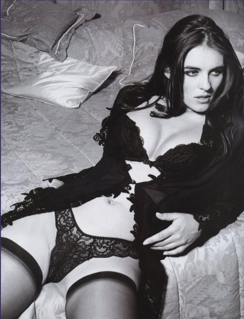 Elizabeth Hurley Naked 05