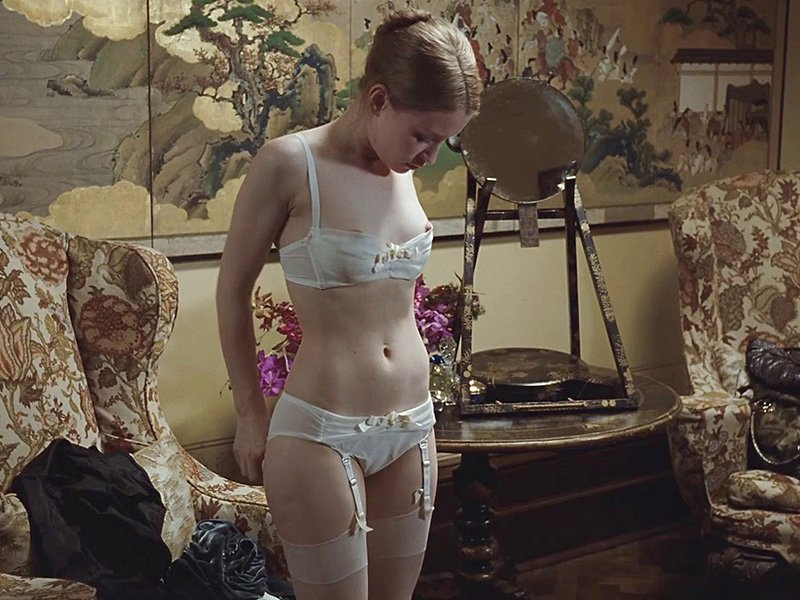 Emily Browning Naked 02