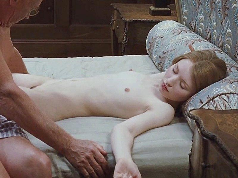 Emily Browning Naked (13 Photos)