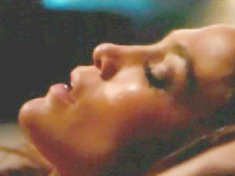Jennifer Lopez Topless (14 Photos)
