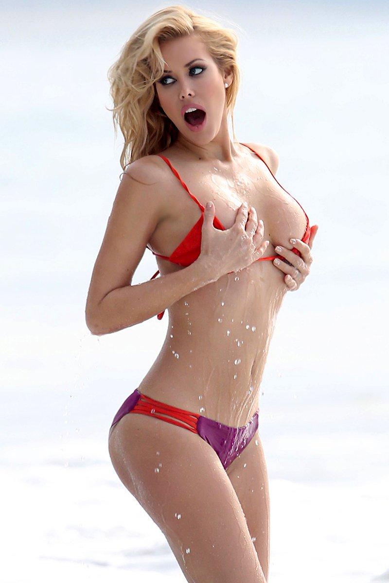 Need topless bikini shows great