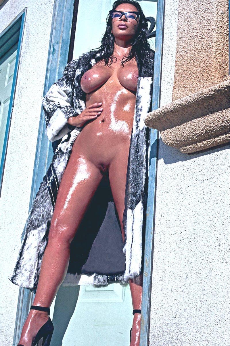 hot naked kardashian