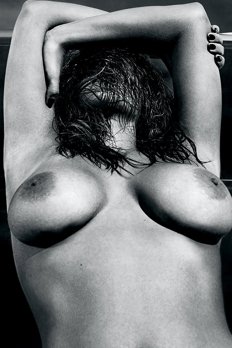 Kim kardashians naked boobs