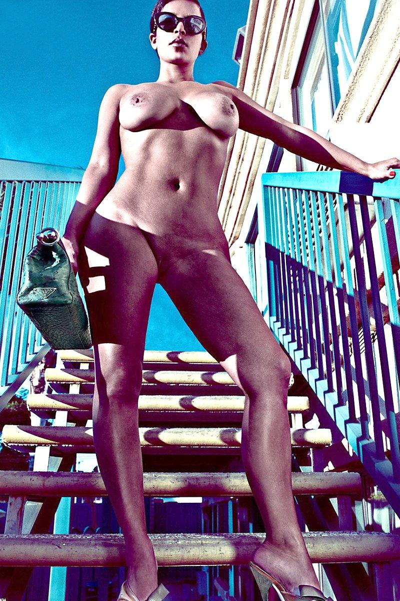 kim kardashian sexy but naked