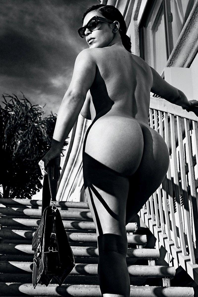 kim k naked booty