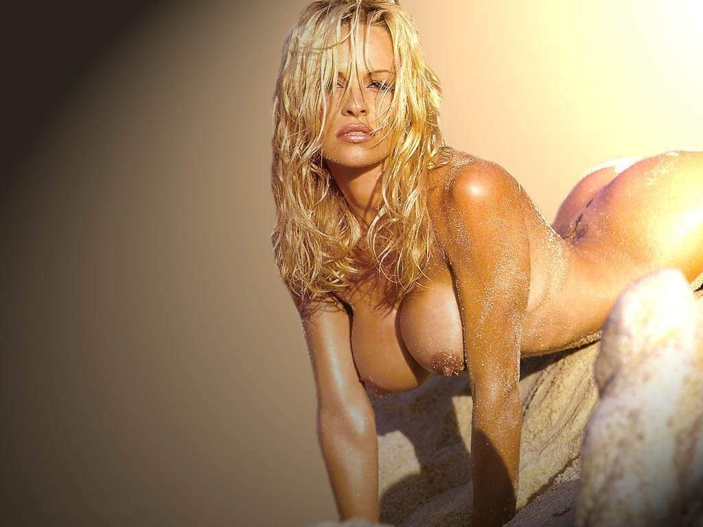 rhianna naked on island