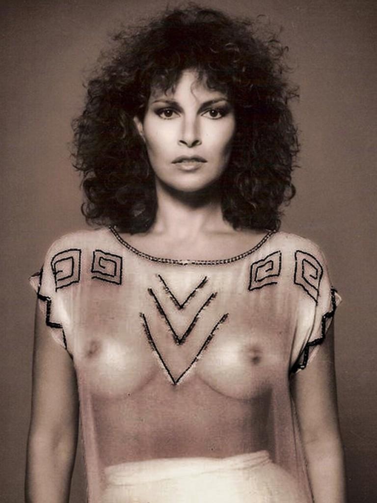 Raquel Welch Topless (24 Photos)