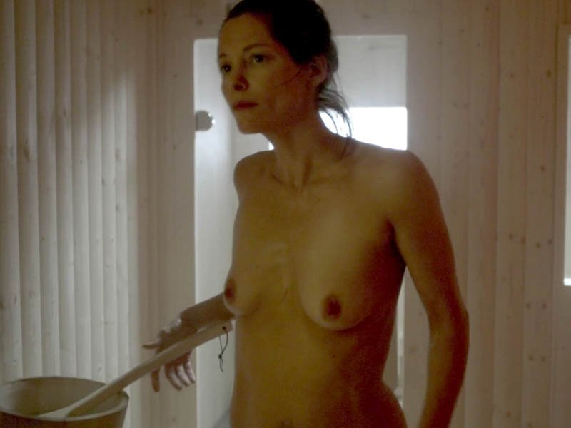 Amanda peet nude boobs in togetherness scandalplanetcom