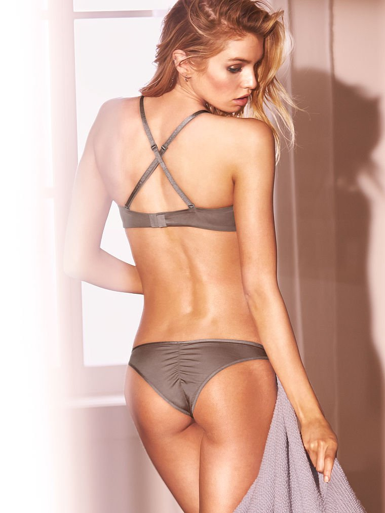 Stella Maxwell in Lingerie (17 Photos)