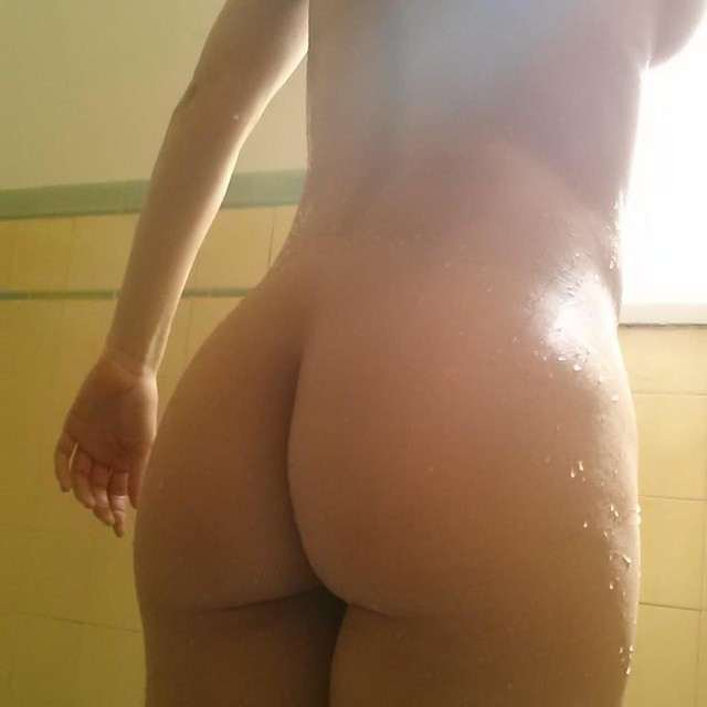 Adrianne Curry Naked Selfies (9 Photos)