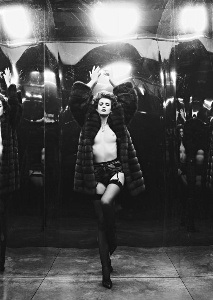 Alice Baton Topless 04