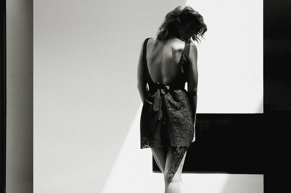 Alice Baton Topless 08