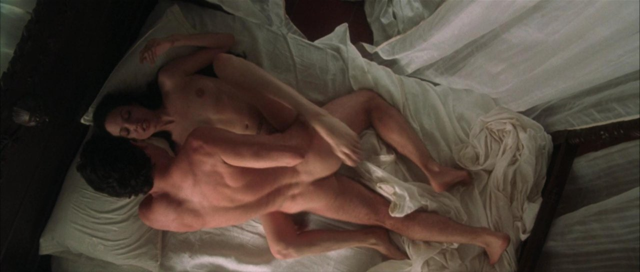 Angelina jolie nude changing