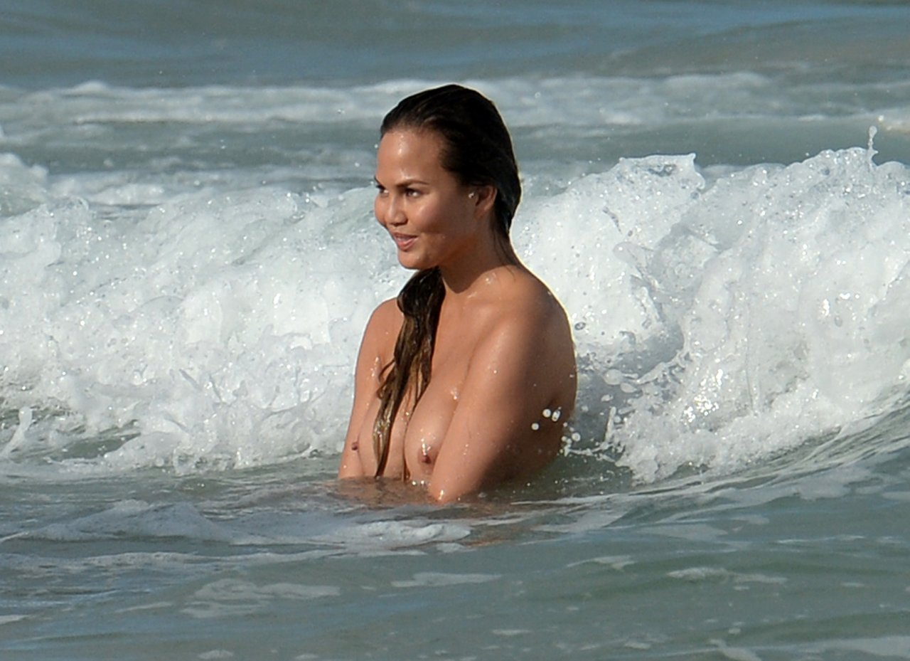 Chrissy teigen uncovered si swimsuit 6