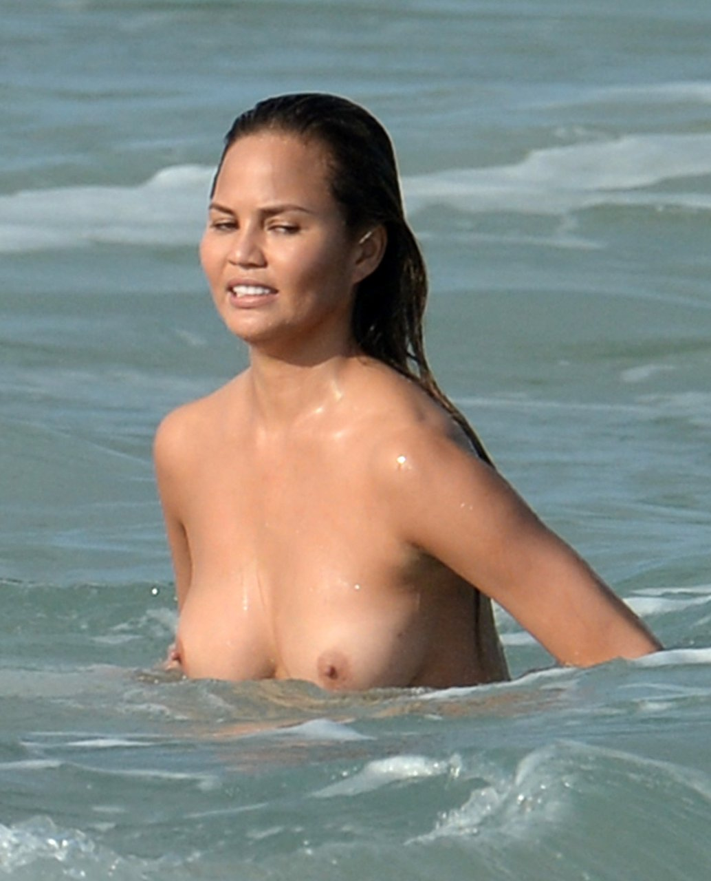 Chrissy teigen uncovered si swimsuit 4