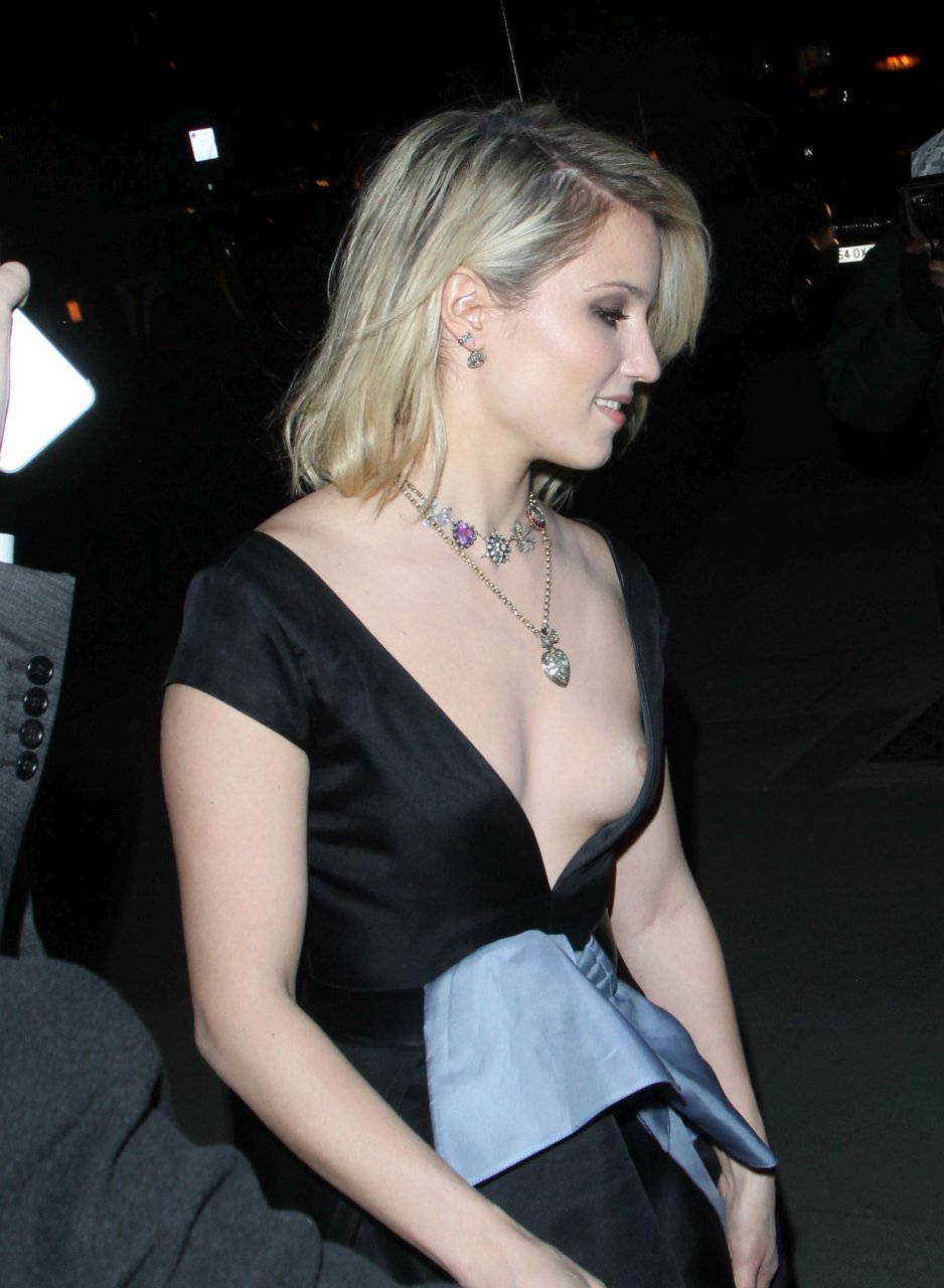 female celebrity upskirt nipslip