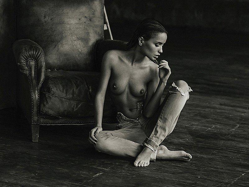 nude girl reading bike