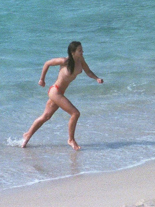 Elizabeth Hurley Topless (8 Photos)